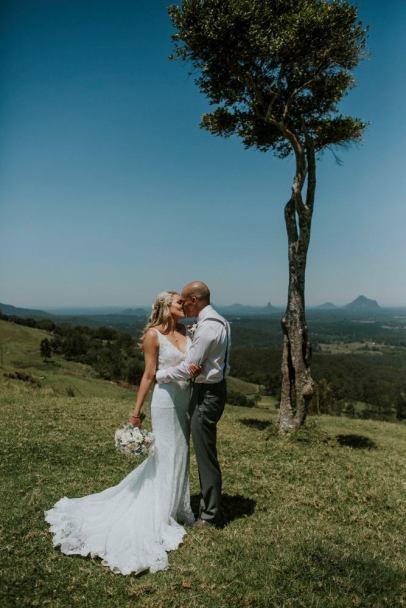 One tree Hill. Maleny Wedding